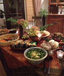 テーブル、サラダ