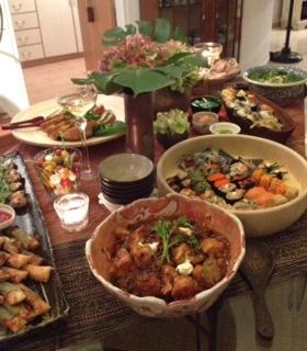 テーブル、鶏肉