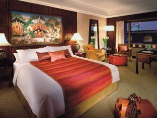 フォー シーズンズ ホテル (Four Seasons Hotel)