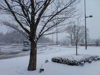 2012年02月25日_安積PA・雪景色