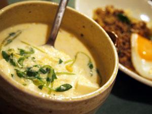 豆腐と豆苗のコーンスープ