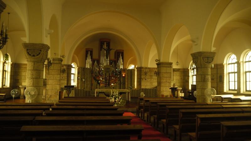 カトリック松が峰教会内部