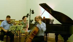 ピアノ、バイオリン、チェロ