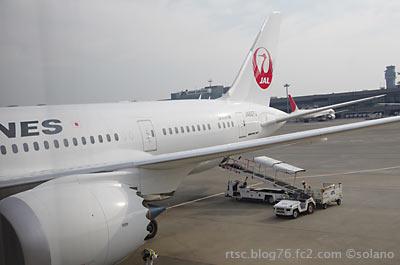 ボストンから成田空港に到着したJAL,B787