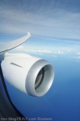 JAL、B787機内から見た翼とエンジン。