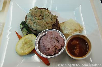 JALビジネスクラス機内食。メインのステーキ。