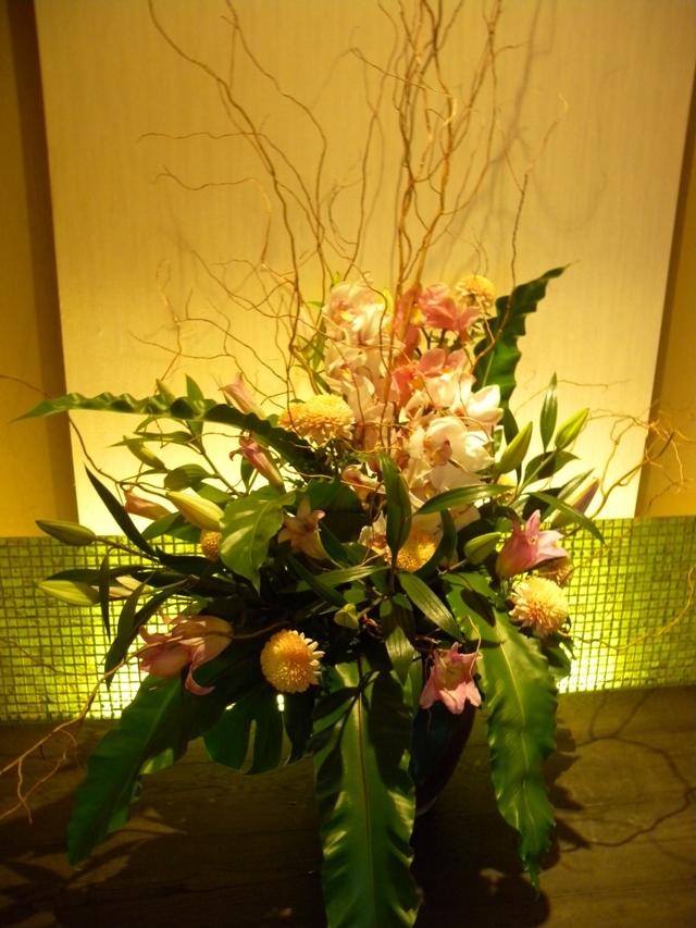 玄関ホールの花