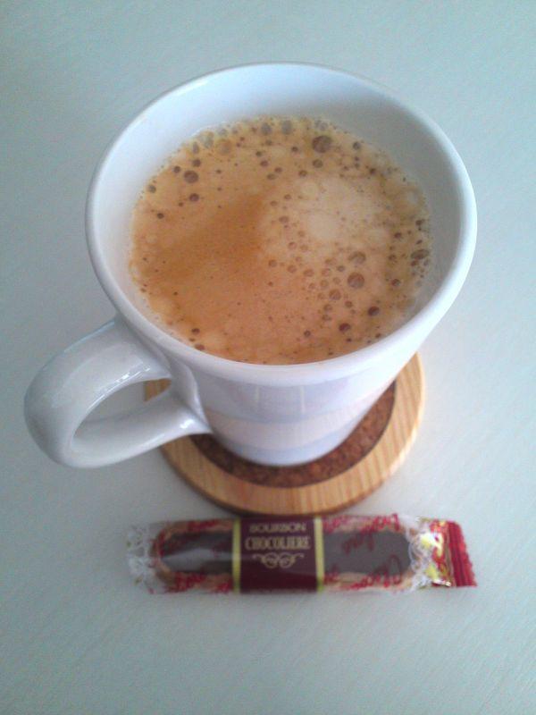 コーヒーとチョコ菓子