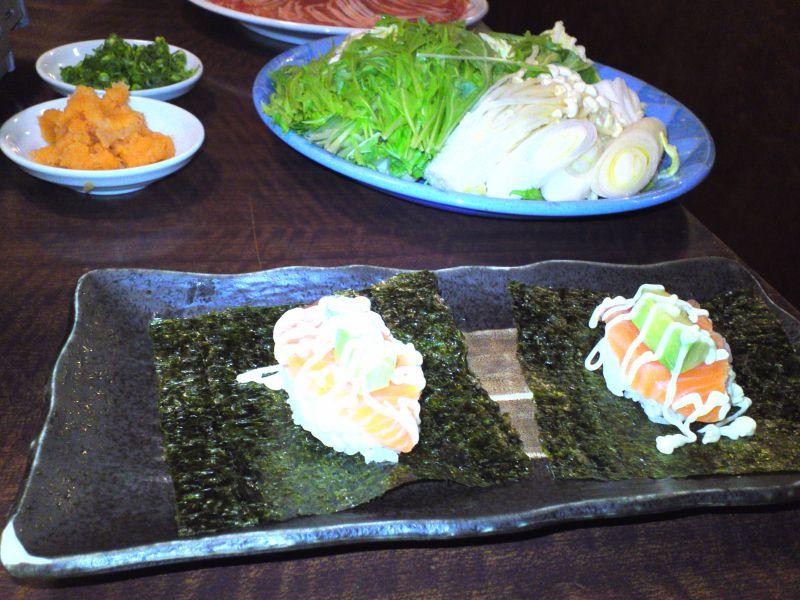 サーモンとアボカドの手巻寿司