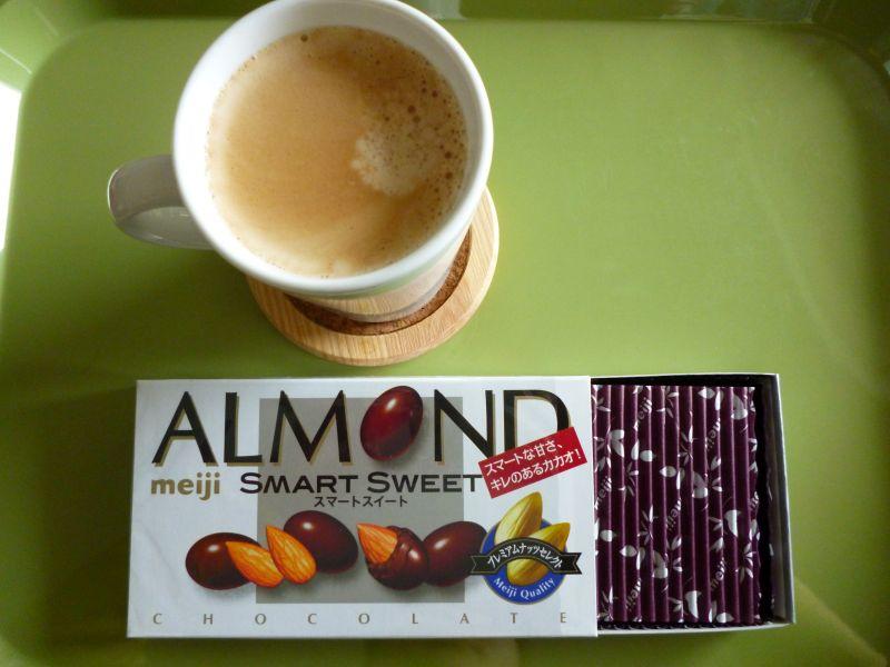 アーモンドチョコとコーヒー