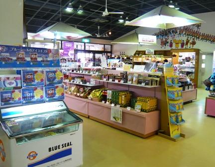 石垣島食堂:土産物店店内