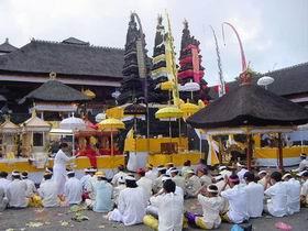201215べサキ寺院