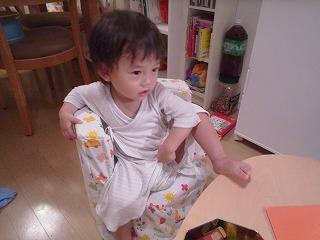 110823_手作り椅子で偉そう (2)