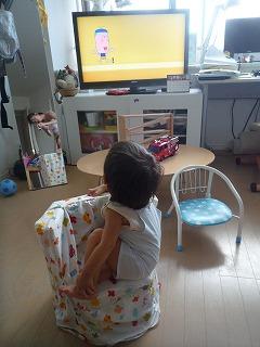 110824_手作り椅子からテレビ (2)