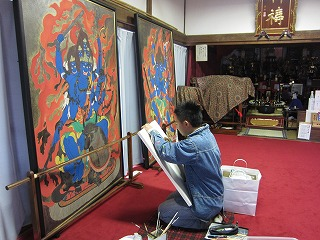 大威徳明王を模写する慶二郎