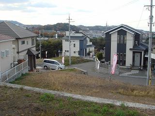 ●スタ-ト!和泉鳥取駅の上に『アンダルシアの丘』