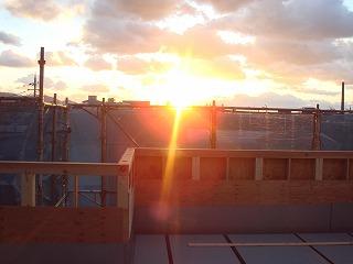 ■屋上庭園現場から眺める夕陽はすばらしい!