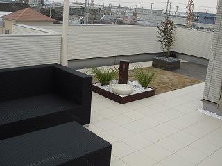 屋上庭園のある家120205b