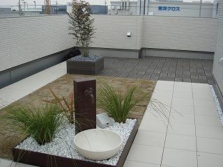 屋上庭園のある家120205a