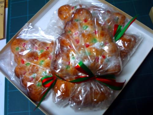 クリスマスツリーの形のパンです!