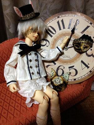 時計に持たれる