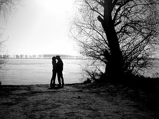 couple,love,photography,water,trees-b20a8d029f38074f88c294675e98fdd2_i