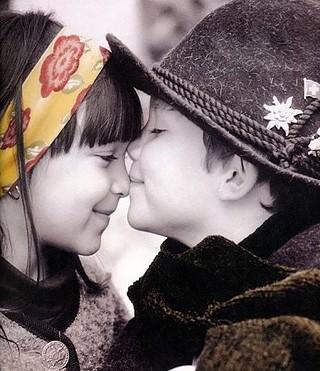 children,photography,romantic-f1207256df7ea3ec031548d97efce3f2_i