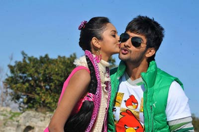 Aadi-and-Shanvi-kiss-still-.jpg