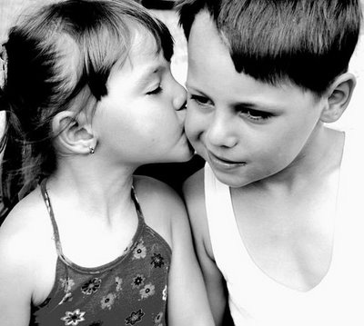 Beautiful-Kids-Kissing-Pict.jpg