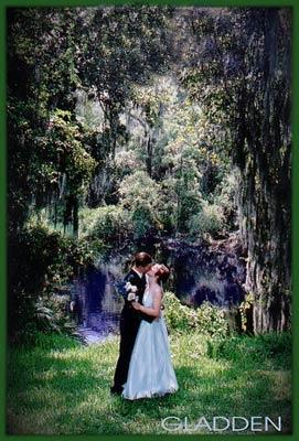 BrideGroomKissRiverSa.jpg