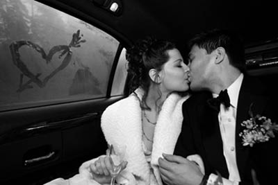 Kiss-In-Car.jpg