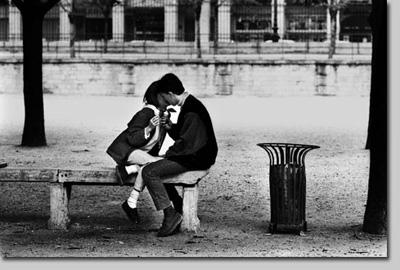 Kiss-in-Paris.jpg