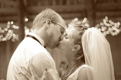 Wedding-First-Dance-Kiss.jpg