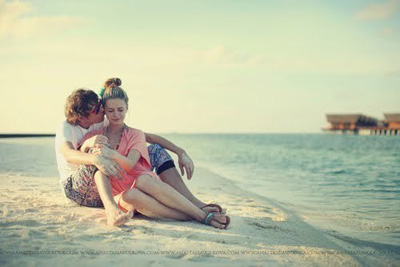 beach-bikini-blonde-couple-.jpg