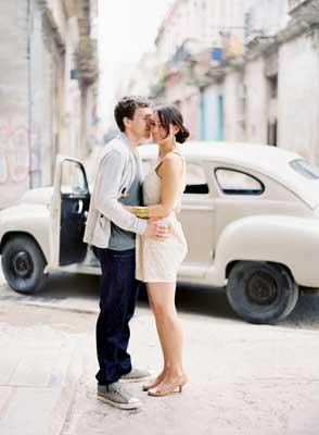 cuba-couple-car-kiss-street.jpg