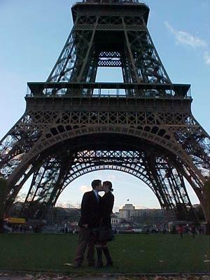 eiffel+kiss.jpg