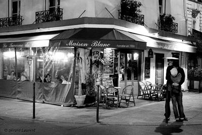 paris-street-kiss-gerard-la.jpg