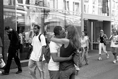 street-kiss-2-fm.jpg