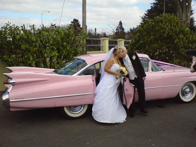 wedding-car-kiss.jpg