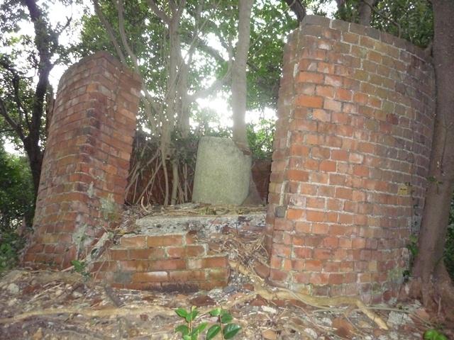 円筒型壁付観測所