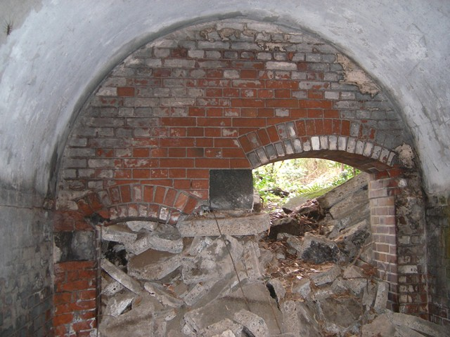 地下掩蔽部内部