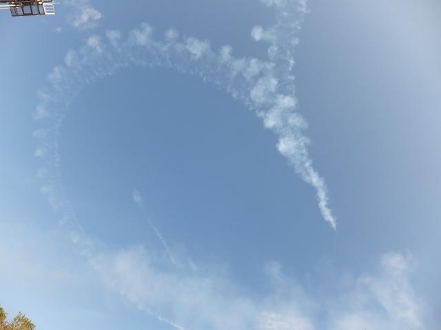空でハートを描く