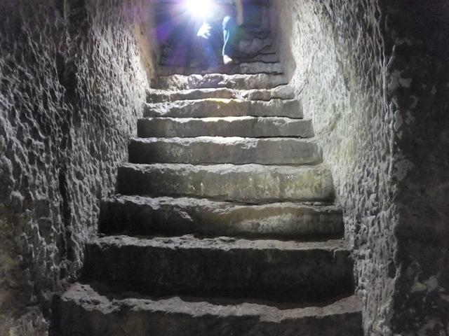素掘り階段