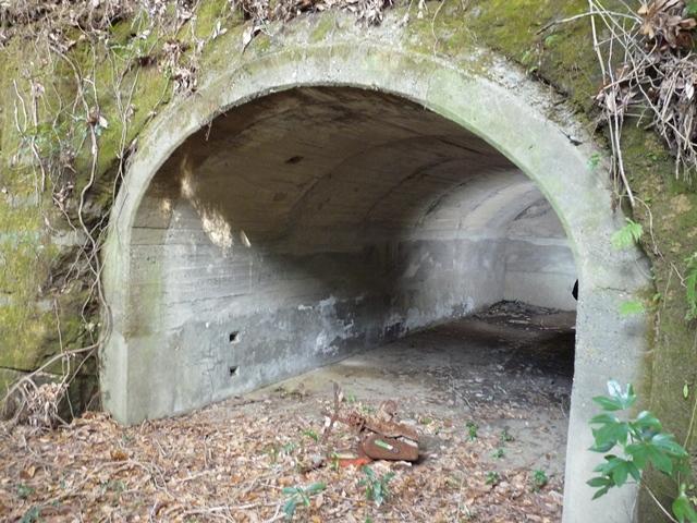 洞窟式弾薬庫