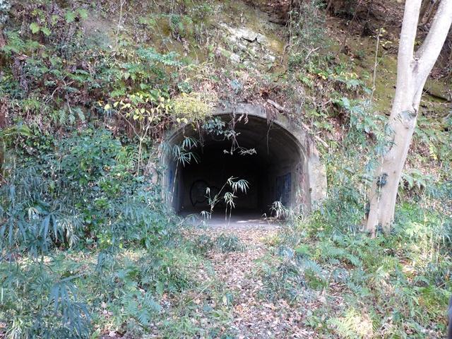 洞窟式弾薬庫3