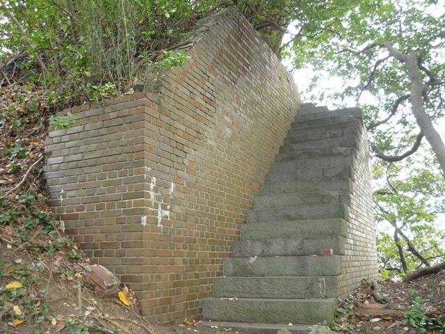 階段状構造物(指揮所?)