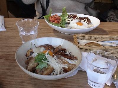 ロコモコと豚バラあぶりのっけ飯