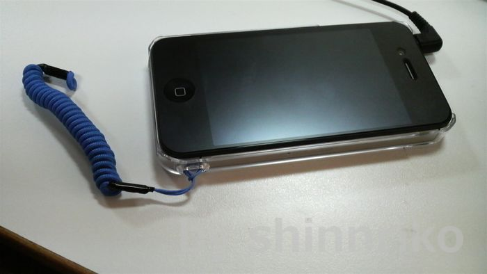 夫のi-Phone。青い紐を釣りベストに付ける