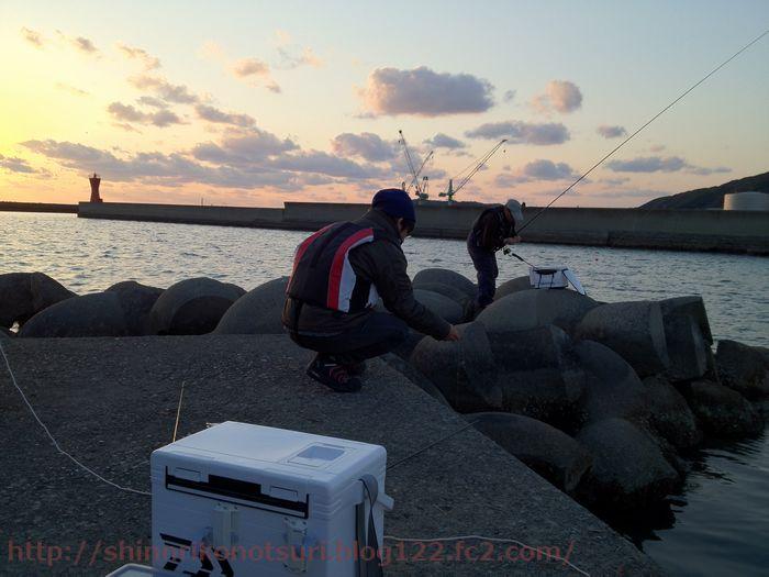 竿を折ったxamp手釣りで挑む
