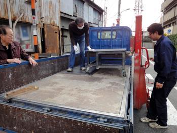 信和技研 / パーツフィーダーの架台の塗装を業者にお願いしました。